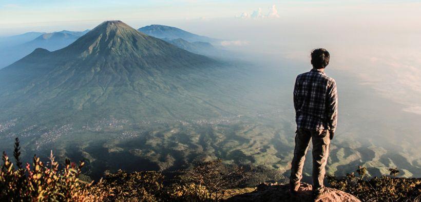 Suka Naik Gunung?? Kamu Harus Coba 5 Gunung Terindah di Indonesia Ini