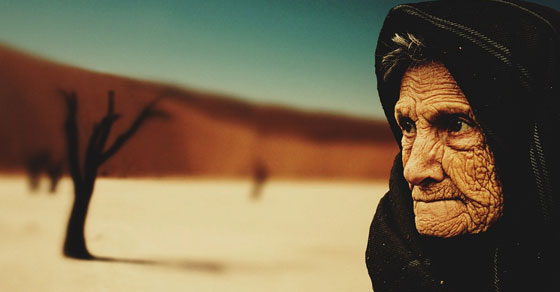 orang tua,lansia,sedih,ibu