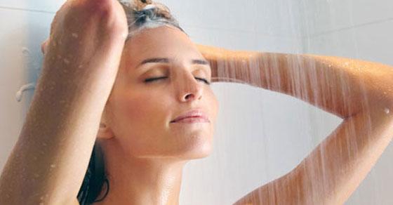 mandi malam,mandi,shower,wanita mandi