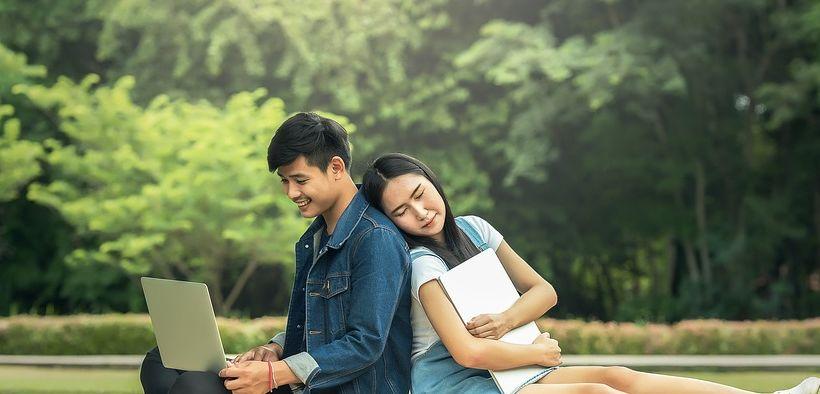 5 Perbedaan Saat Kamu Merasakan Cinta Pertama vs Cinta yang Baru