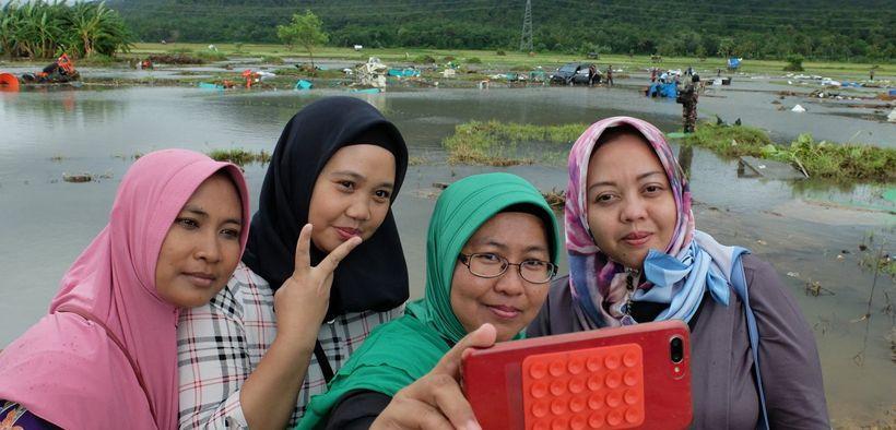 Media asing soroti Selfie di area Tsunami Selat Sunda