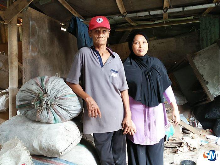 Pemilik warung Kanting Gas Methana, Sarimin dan Suyatmi