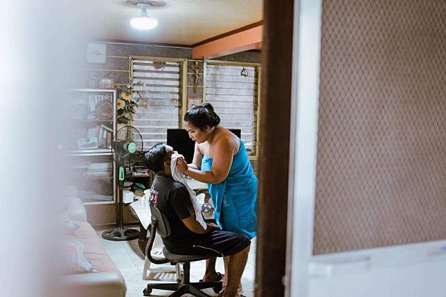 10. Istri selalu sayang suami dimanapun dan kemanapun