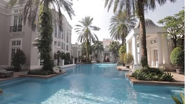 Kolam renang ala hotel bintang lima di rumah mewah Hary Tanoe