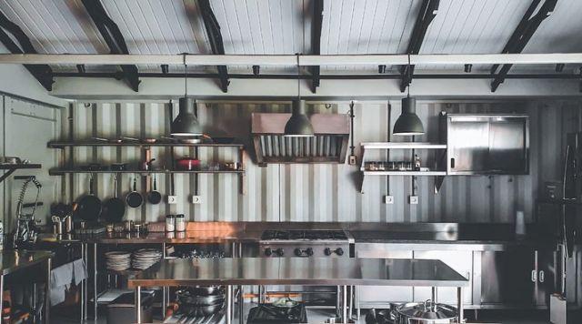 Dapur industrial di rumah Chef Renatta