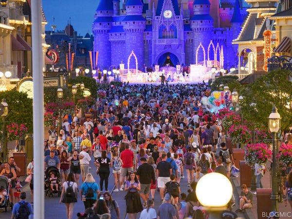 Disney World masih buka Sabtu lalu meski ramai corona