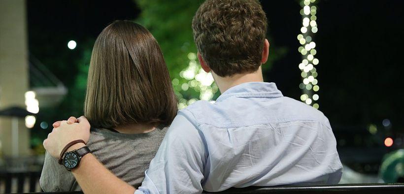 Menurut pria, berselingkuh adalah kondisi yang menyenangkan