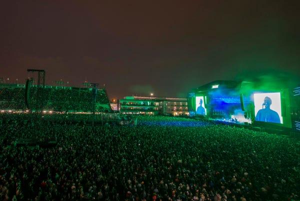 Konser di Meksiko berlanjut di malam hari