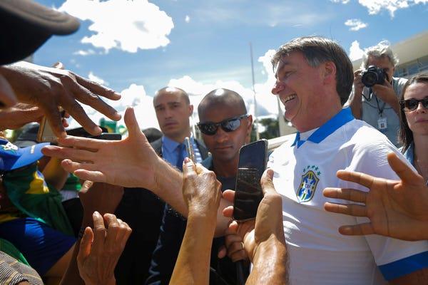 Presiden Brazil di tengah kerumunan pawai