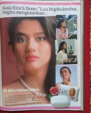 10. Selain Widyawati, artis senior Rini S Bono juga sempat membintangi iklan sabun kecantikan populer ini. Anggun banget ya?
