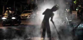 Mitos menyapu di malam hari membuat rejeki seret