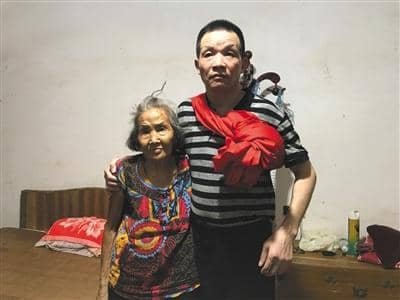 Potret Zhang Yuan bersama keluarga