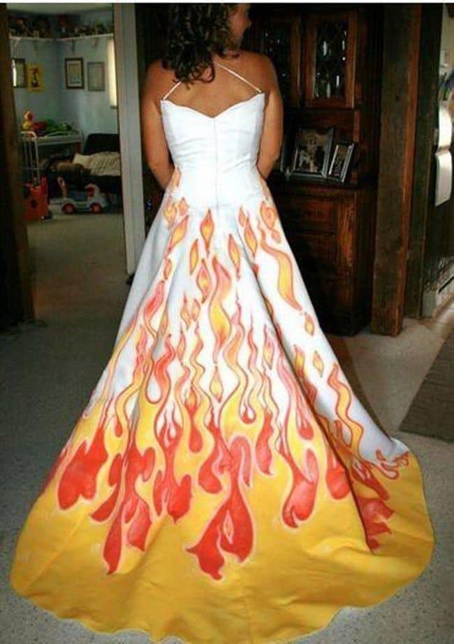 Gaun pengantin dengan desain api