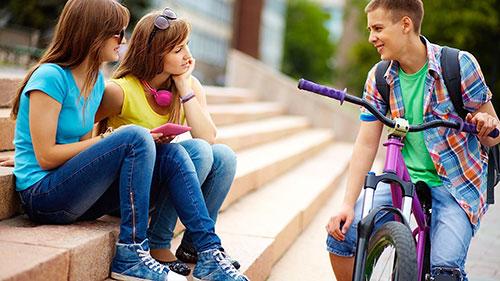 3. Awet muda juga sering jadi kebagian digodain adek kelas