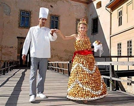 Gaun dengan konsep sekumpulan roti panggan
