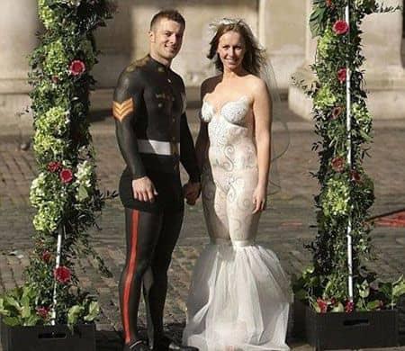 Gaun pengantin dari body painting