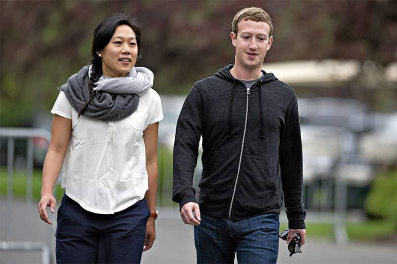 Mark Zuckerberg dan Priscilla Chan suka jalan kaki kemana- mana
