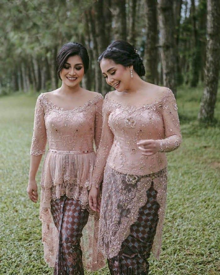 2. Kebaya sabrina untuk outfit kondangan