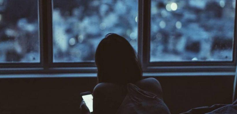 Stalking mantan pacar di media sosial