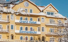 Karantina Mewah ala Raja Thailand di Grand Hotel Bavaria